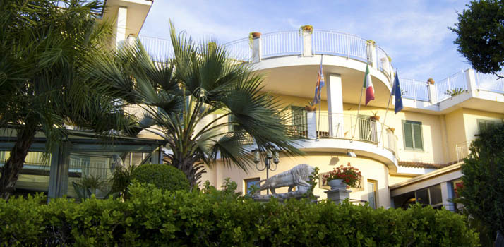 4 star hotel near Naples international airport